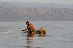 Un pescador Guji en su ¿barca?